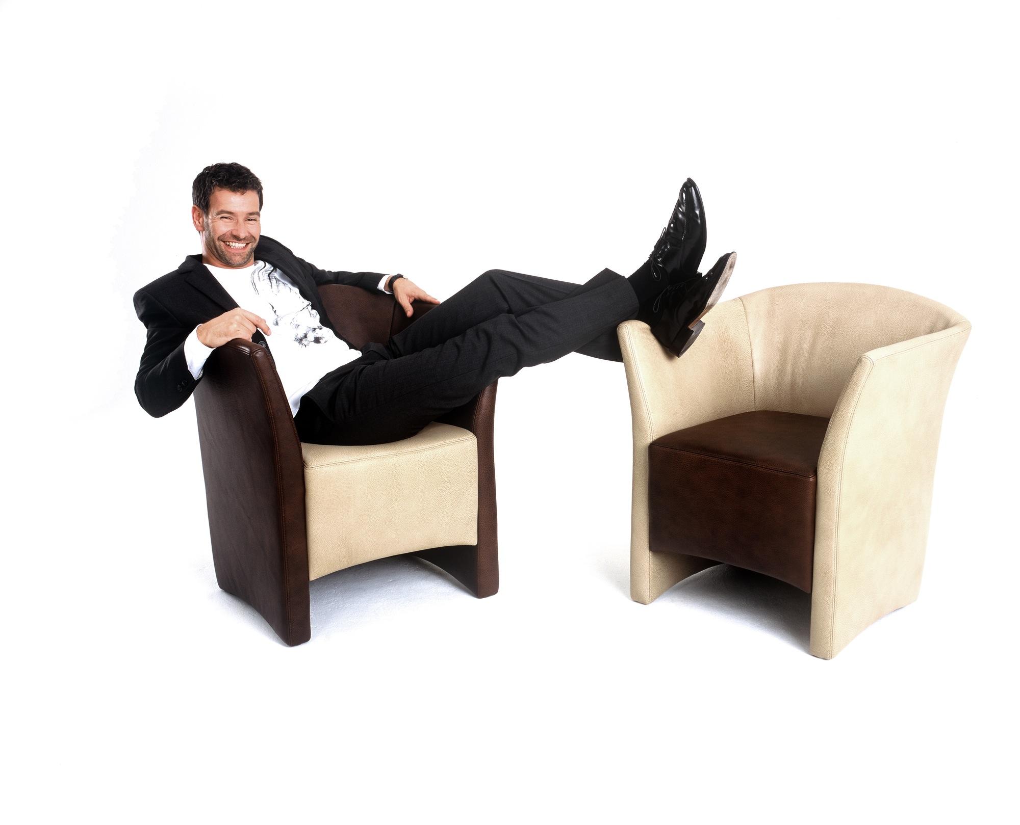 designer klaus hokamp und das wohnen auf zeit. Black Bedroom Furniture Sets. Home Design Ideas