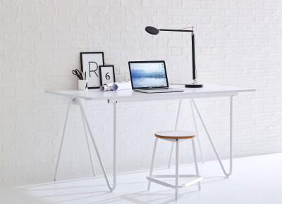 Das offene und klare Design von Schreibtisch T22 fördert ungebundenes Denken.